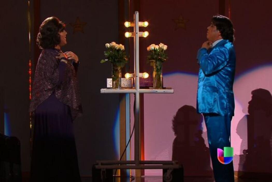 """Angélica María y Juan Gabriel en el escenario de """"Parodiando""""."""