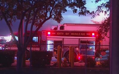 Un incendio interrumpe las operaciones en un almacén de la UPS en Hialeah