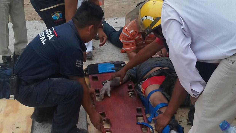 Un trabajador lesionado es trasladado a un hospital
