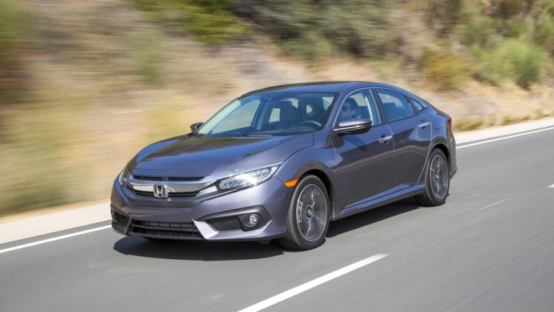 El Honda Civic Touring 2016 es una auto ágil que da una gran experiencia...