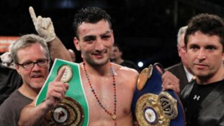Vanes Martirosyan derrotó a Saúl Román y conquisto el campeona plata sup...