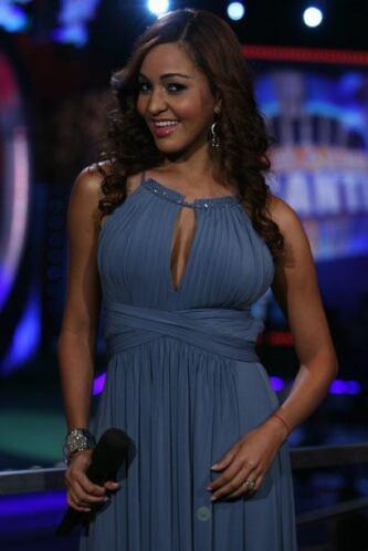 Además Karol es la reina del micrófono con su dulce y suave voz.