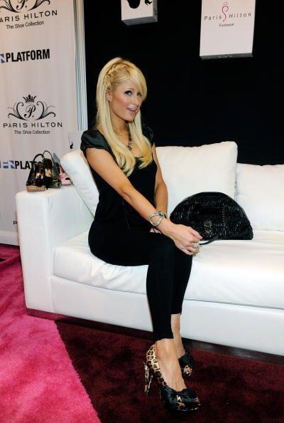 """La verdad es que Paris Hilton tiene un """"buen ojo"""" para el calzado y para..."""