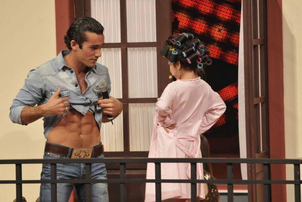 """En el segundo capítulo de """"Telesa"""" Aaron Díaz sorprendió con su particip..."""