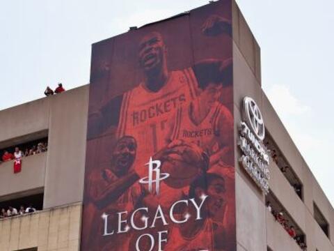 El codiciado centro dejó a los Lakers de Los Ángeles y dec...