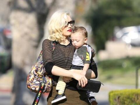 Gwen Stefani salió a pasear en las calles de Hollywood con su ado...
