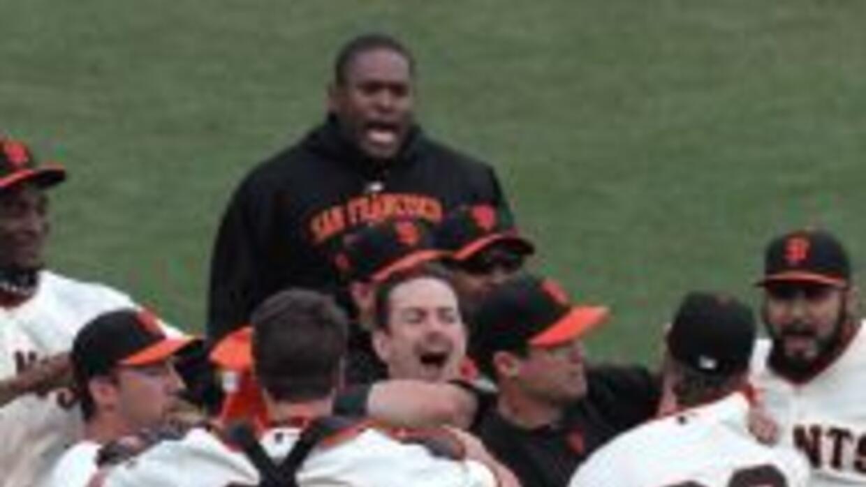 Los Gigantes de San Francisco celebran la victoria que les dio el pasapo...
