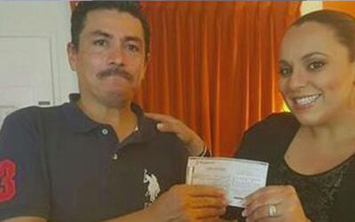 Hispano que devolvió una orden de dinero por más 6,000 dólares recibe un...