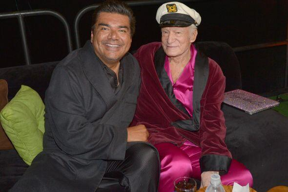 """George Lopez se fue a una """"pijamada"""" con su amigo Hugh Hefner...."""