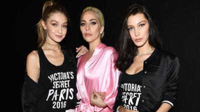Lady Gaga y las modelos Gigi y Bella Hadid.