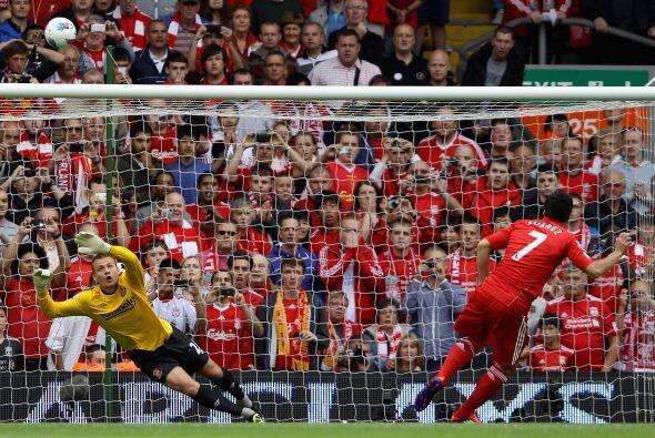El Liverpool arrancó complicado su primer partido en la Liga Prem...
