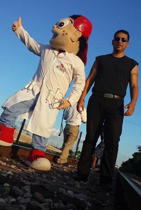 Raul, el Turky, Caballo, Pepito y Rayo sacaron sus disfraces para esta n...