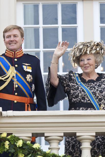 Beatriz, de 74 años, anunció su abdicación, por lo...