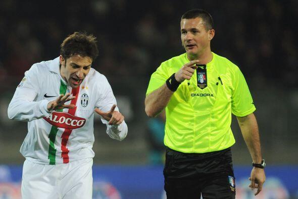 """""""¡Siete, son siete!"""", dice Del Piero. """"Una y te vas"""", responde el árbitro."""