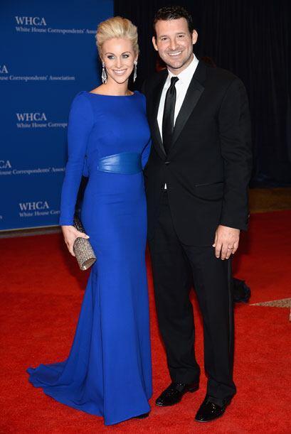 El jugador Tony Romo y Candice Crawford. Mira aquí los videos m&a...