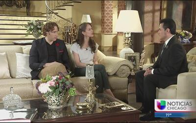 Auri platica con Laisha Wilkins y Carlos de la Mota