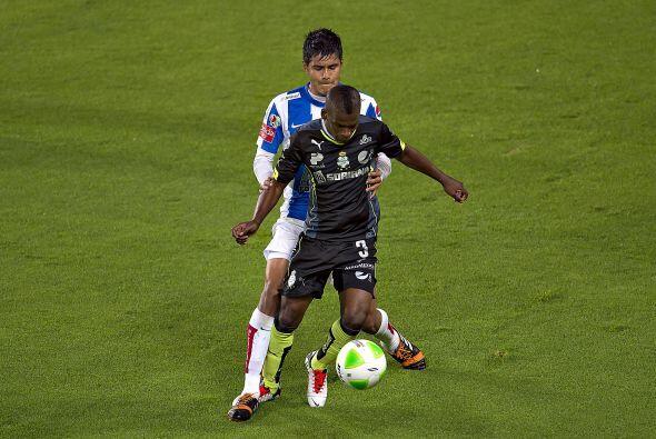 Miguel Herrera (7): Demostró solvencia al momento de defender. Estuvo si...