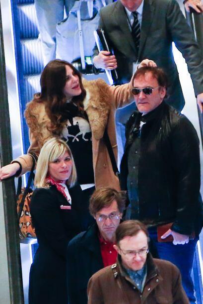 El amor le llegó al director Quentin Tarantino, pues se le vio muy cariñ...