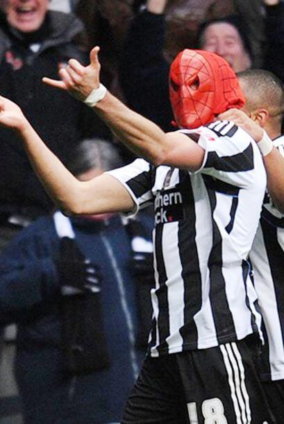 Otro futbolista que ha celebrado con una màscara de Spiderman, fue Jonas...