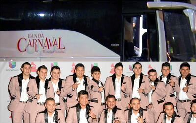 Miren ustedes nada más el tremendo autobús nuevo de Banda Carnaval