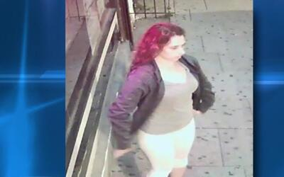 Buscan a una mujer para interrogarla sobre un violento atraco en Staten...