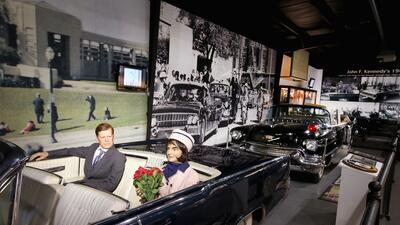 Limusina convertible Ford Lincoln 1961 donde viaja JFK cuando fue asesinado