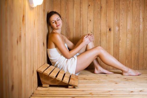 Otra manera de desintoxicar nuestro cuerpo es por medio de un rico sauna...