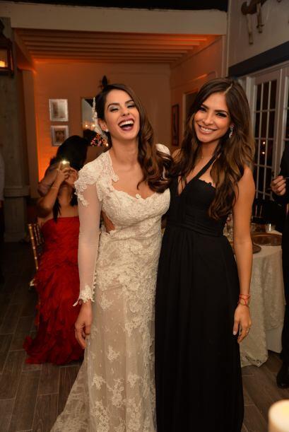 Aquí la foto de dos bellezas que son felices y triunfadoras. &iex...