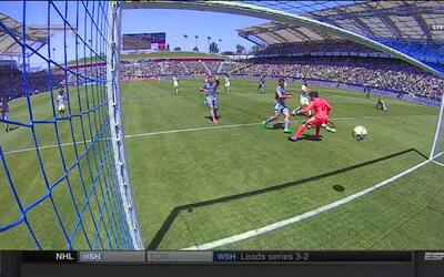 Autogol de Ashley Cole aumenta ventaja de Seattle ante Galaxy