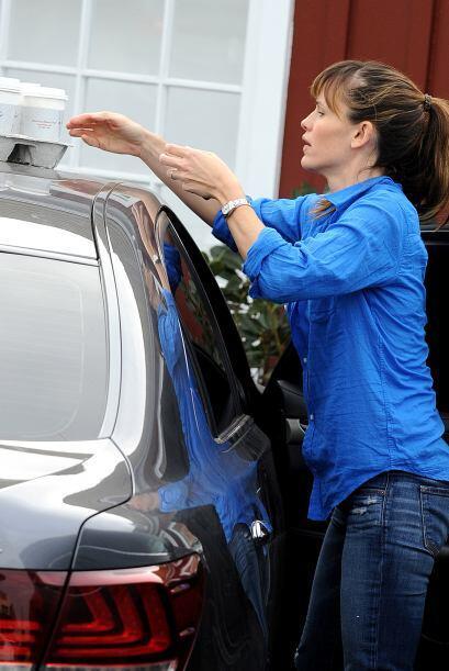 Hablando de cafés, Jen Garner ya se iba y casi se le olvida que los puso...