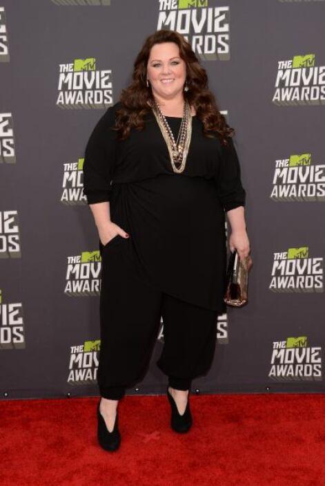 Con unos pantalones negros y una blusa holgada, Melissa Mccarthy sabe lo...