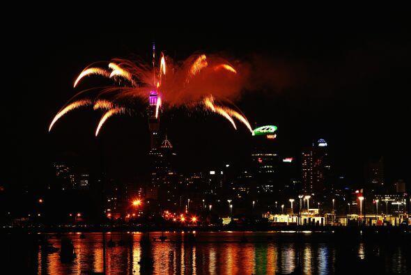 Los festejos se iniciaron justo a la media noche, hora de Nueva Zelanda.