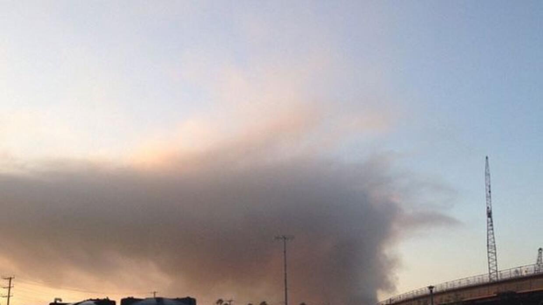 Autoridades alertan sobre los efectos del denso humo en el área de Wilmi...