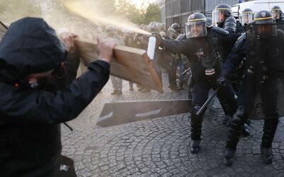 Al menos 300 manifestantes protestaron en París tras el resultado de las...