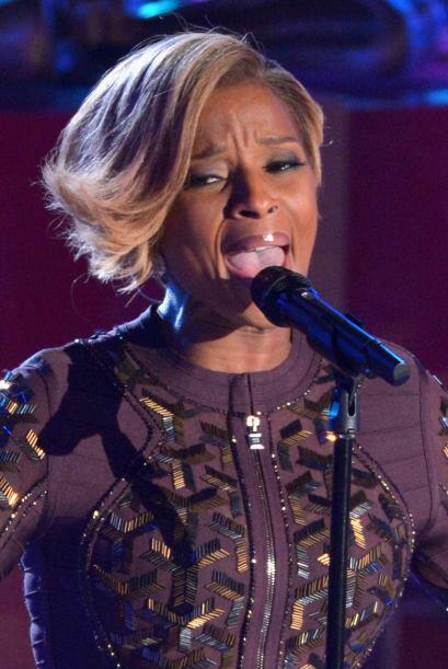 La cantante de soul y hip hop, Mary J. Blige deleitó con su poten...