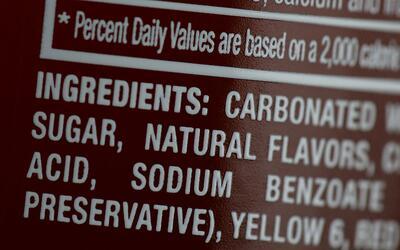 Las gaseosas son algunas de las bebidas que son endulzadas con azúcares...
