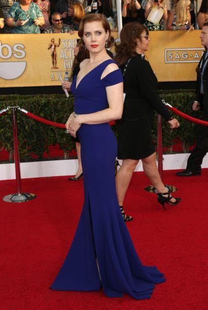 Amy Adams mostró un poco de pierna con ese vestido azul, cuyo detalle de...