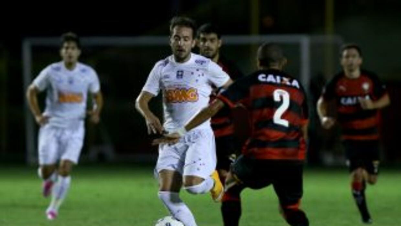 Cruzeiro sigue en la cima del Brasileirao con 59 puntos.