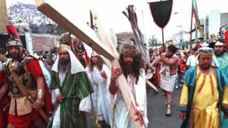 En la personificación de la Pasión de Jesucristo, cada año, participan m...