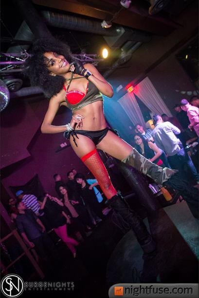 Con una mezcla de hip hop y banda, Phoenix celebró la llegada del...