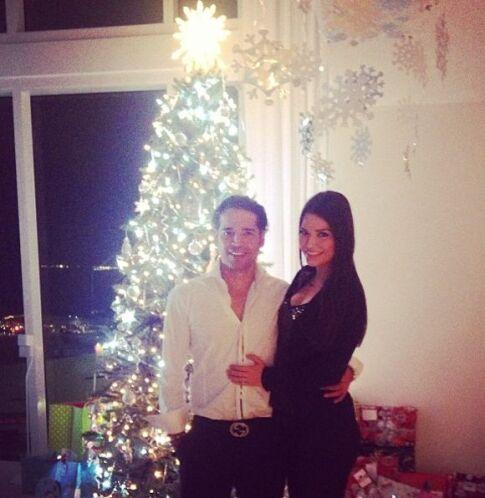 """""""Feliz Navidad"""", escribió Ana. (Diciembre 24, 2013)"""