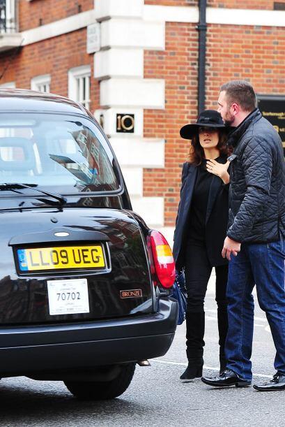 Es solo un taxi, de esos negritos que viajan por las calles de Londres.