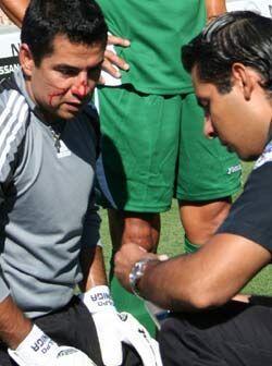 Zúñiga se rompió la nariz y tuvo que ser retirado.