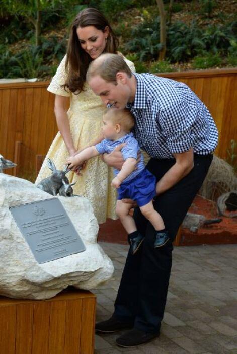 Asimismo, al cuidado de sus padres, el príncipe George tuvo sus primeros...