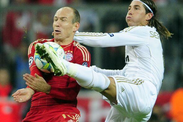 Robben seguía sin poder cuajar un partido realmente bueno. Su vel...