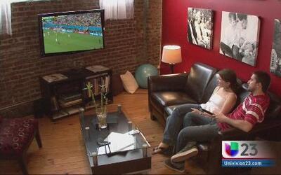 Encuesta revela que los hombres prefieren ver el fútbol, y no tener rela...