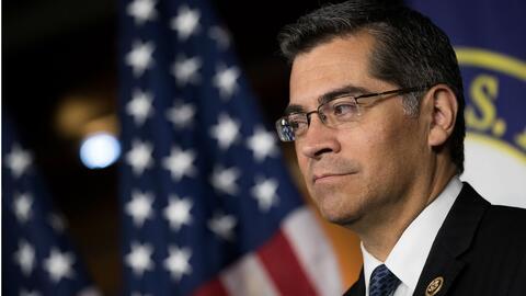 Xavier Becerra fue ratificado por el Senado de California como el primer...
