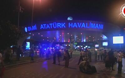 Al menos 28 muertos deja ataque suicida en el aeropuerto de Estambul