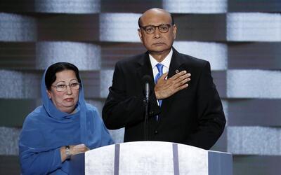 Khizr y Ghazala Khan, durante la Convención Nacional Demó...
