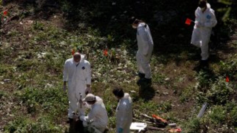 Un total de 39 cuerpos han sido encontrados en fosas clandestinas durant...